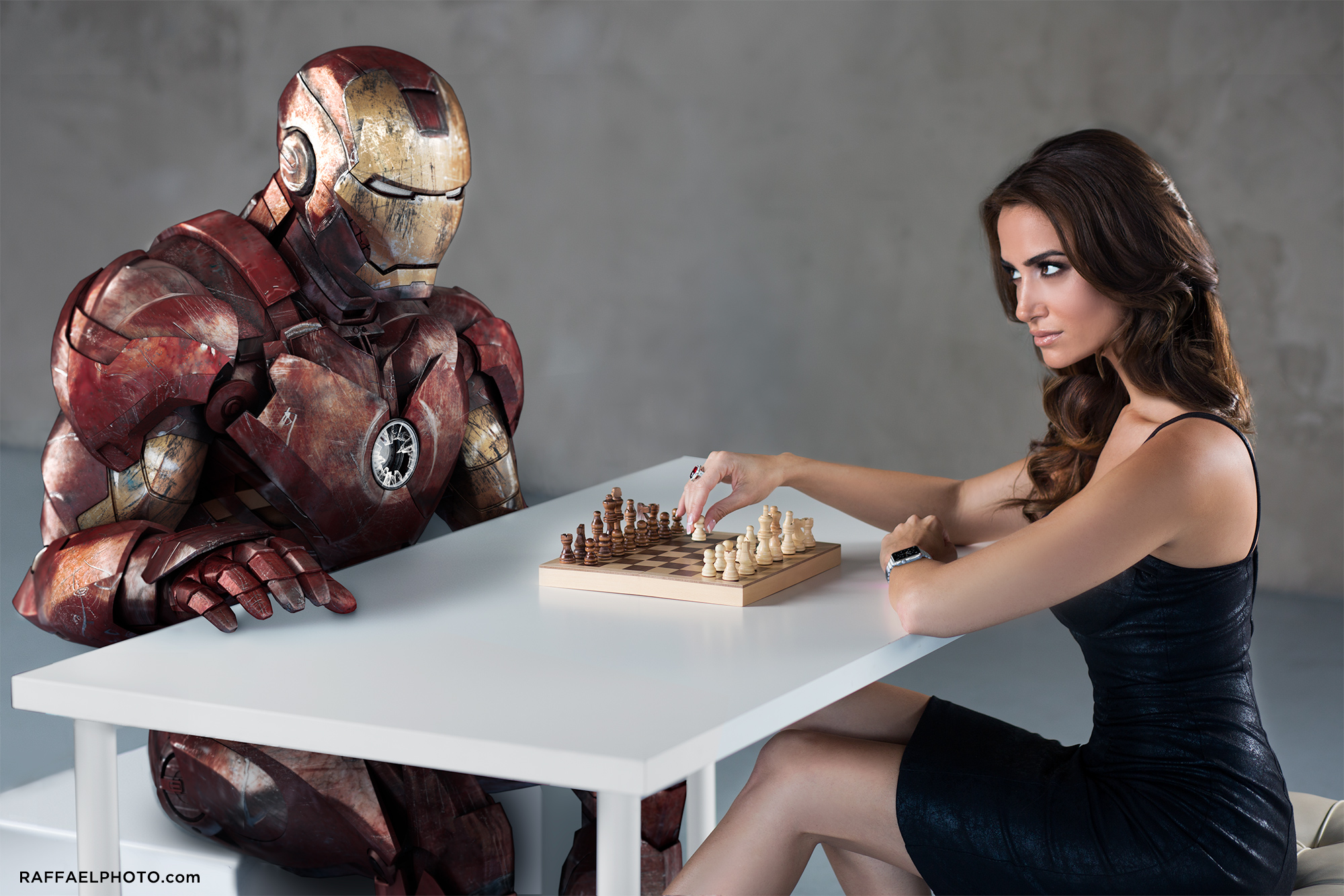 8_Iron_Man_Grounded_chess_donna_feldman_apple_watch_raffael_dickreuter